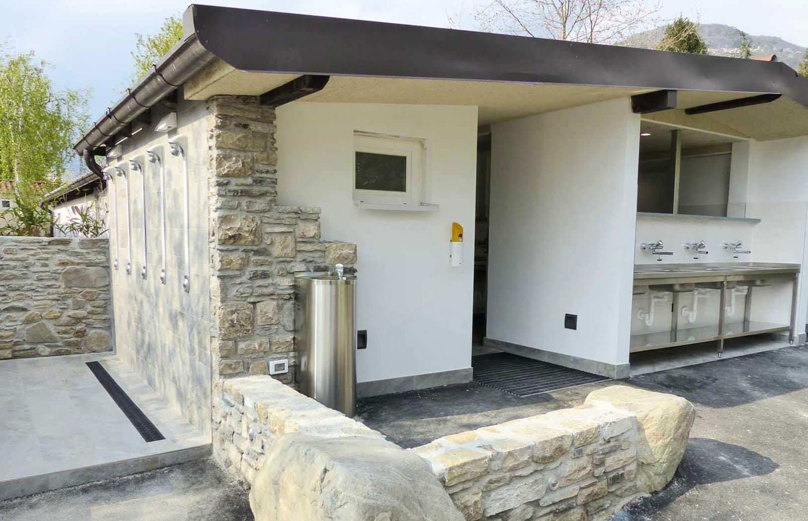 Wohnmobil Campingplatz mit sanitären Einrichtungen