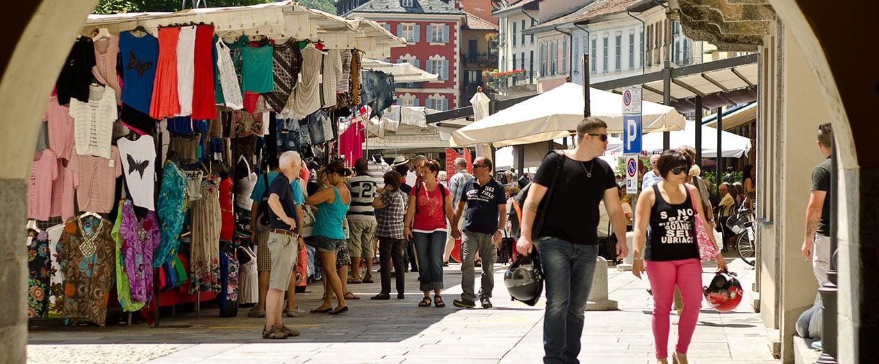 Wochenmarkt am Lago Maggiore