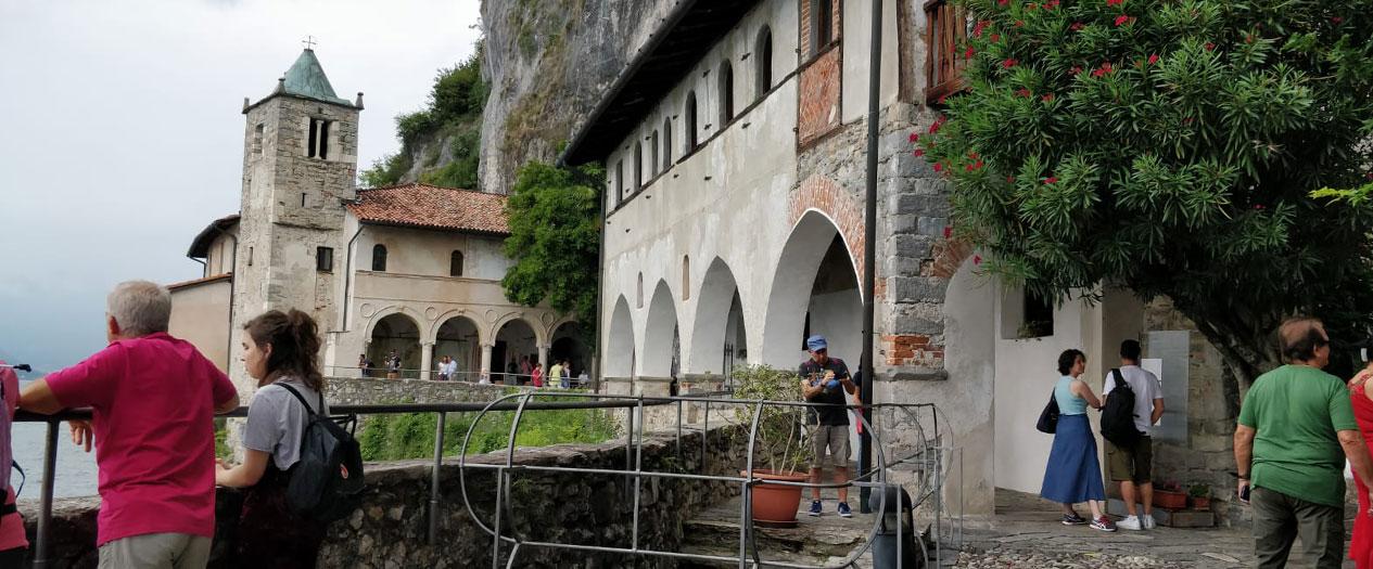 Die Santa Caterina del Sasso besuchen